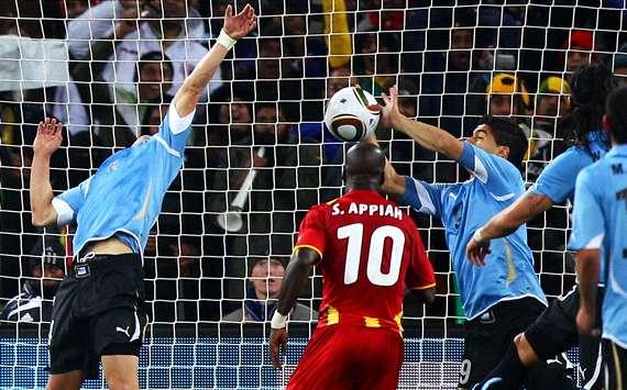 Maradona, Zidane, Luis Suarez gay tranh cai nhat lich su World Cup hinh anh 3
