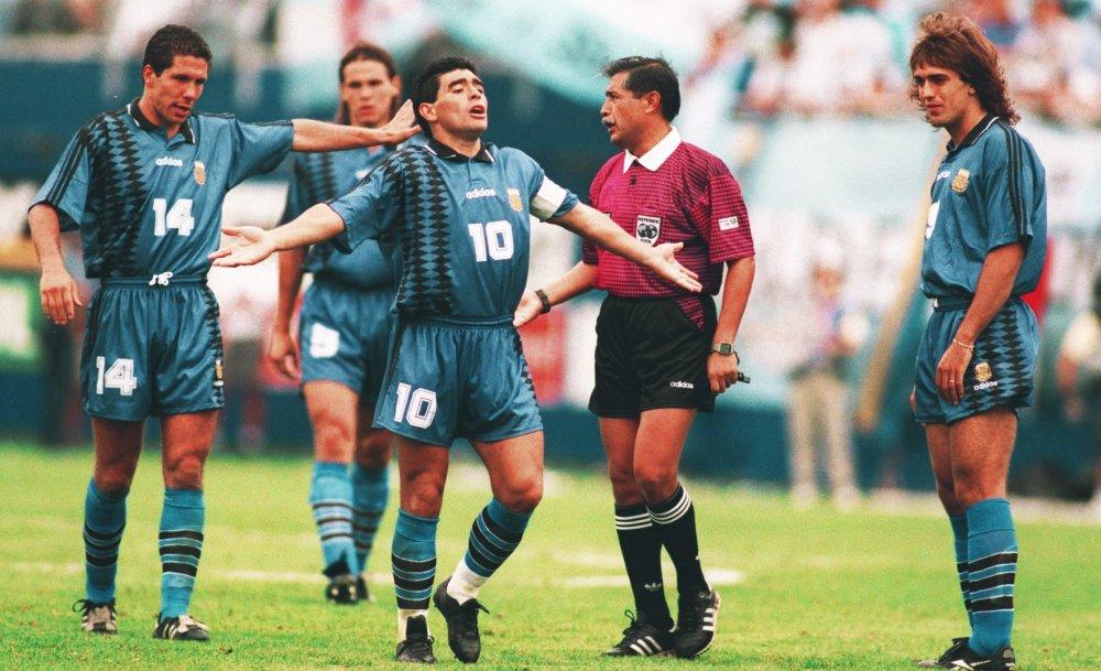 Maradona, Zidane, Luis Suarez gay tranh cai nhat lich su World Cup hinh anh 5