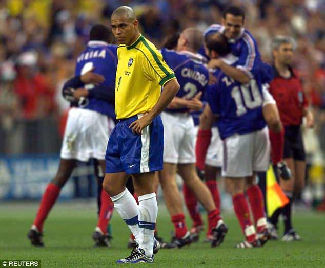 Maradona, Zidane, Luis Suarez gay tranh cai nhat lich su World Cup hinh anh 4