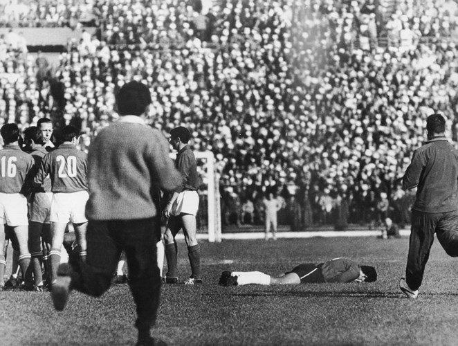 Maradona, Zidane, Luis Suarez gay tranh cai nhat lich su World Cup hinh anh 1