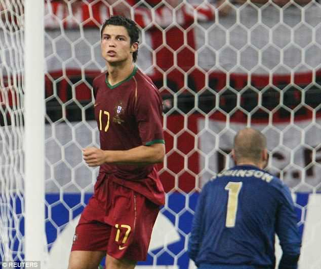 Ronaldo dau Messi o World Cup: Hi vong biet bao nhieu roi cung thanh tham hoa hinh anh 2