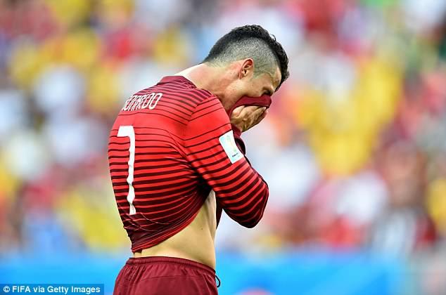Ronaldo dau Messi o World Cup: Hi vong biet bao nhieu roi cung thanh tham hoa hinh anh 6