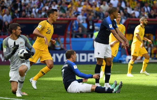 Vong bang World Cup: Nguoi Anh mim cuoi, Duc va Argentina lam nguy hinh anh 4