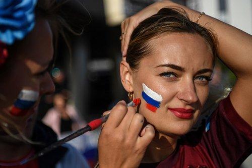 Của hàng Nga thuỏng tièn ty cho phụ nũ có bàu vói tuyẻn thủ World Cup hinh anh 2