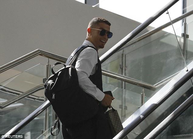 Bo Dao Nha that bai, Ronaldo nhanh chan ve nuoc hinh anh 4