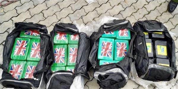 Kiem tra container phe lieu nhap khau, phat hien 100 banh cocaine hinh anh 2