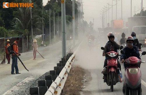 Bao bui tan cong nguoi di xe may tren duong dan cao toc TP.HCM - Trung Luong hinh anh 5