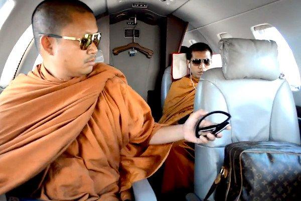 Nha su Thai Lan dung Louis Vuitton va di may bay rieng linh an 114 nam tu hinh anh 1