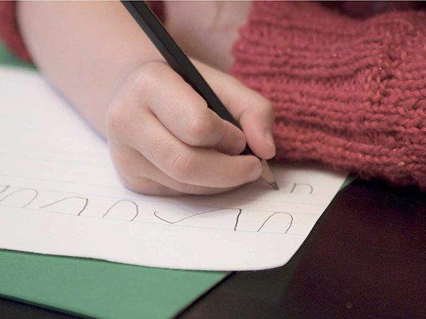 Sắp vào lớp 1 con vẫn chưa biết đọc, biết viết: Chuyện có đáng phải lo - ảnh 1