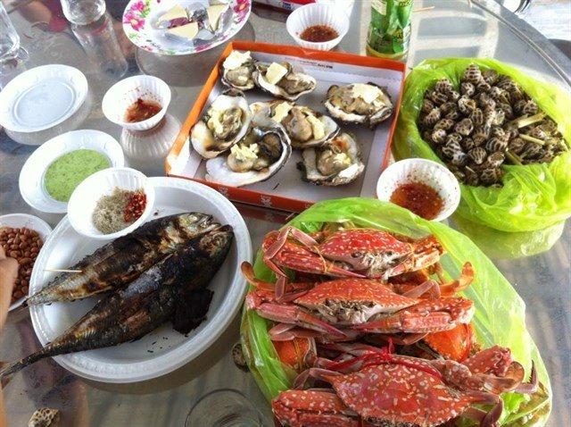 Image result for 5. Các loại hải sản như tôm, cua