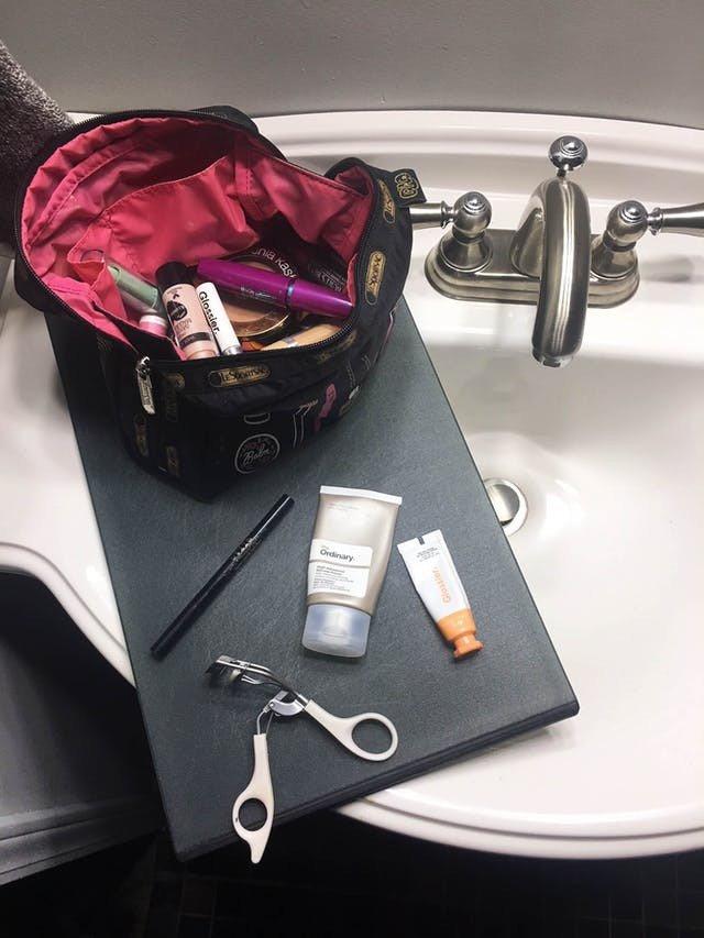 Đây là lý do để bạn nên đặt một tấm thớt vào trong phòng tắm - Ảnh 1.