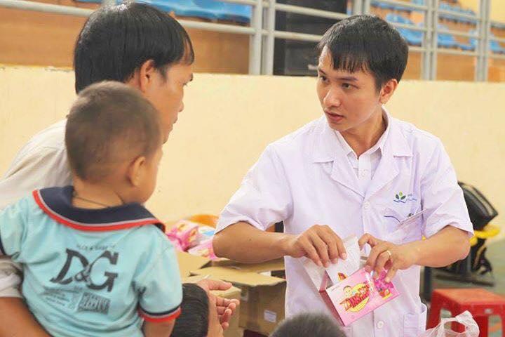 Kham benh, cap thuoc mien phi cho 1.300 tre em ngheo Quang Tri hinh anh 3