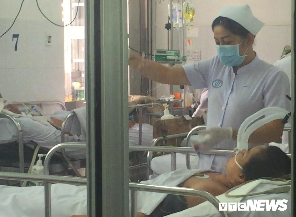 Bệnh nhân bị cúm A/H1N1 điều trị tại bệnh viện Chỡ Rẫy diễn tiến nặng, phải thở máy