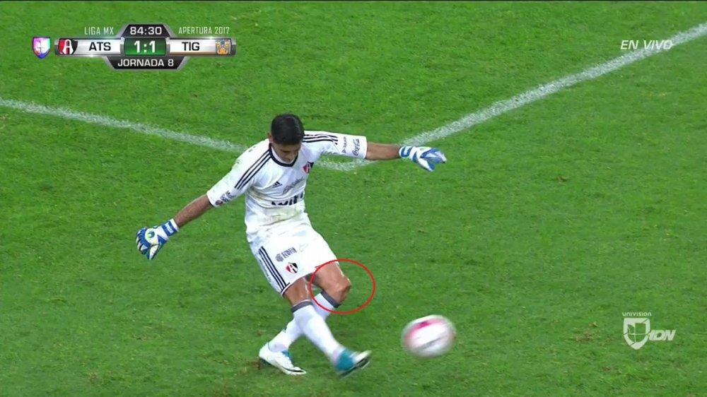 Horrible lesión de rodilla de Óscar Ustari en el Atlas vs Tigres - Liga MX