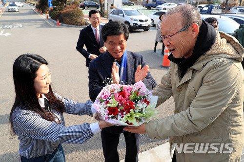Guus Hiddink chuc mung thanh cong cua HLV Park Hang Seo hinh anh 2