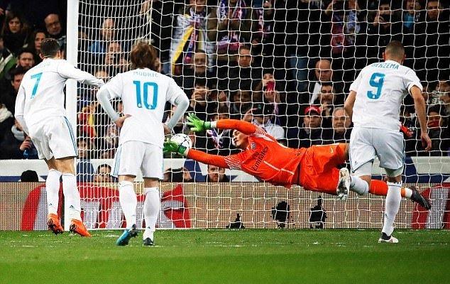 Chu tich PSG: 'Trong tai nang do Real Madrid' hinh anh 3