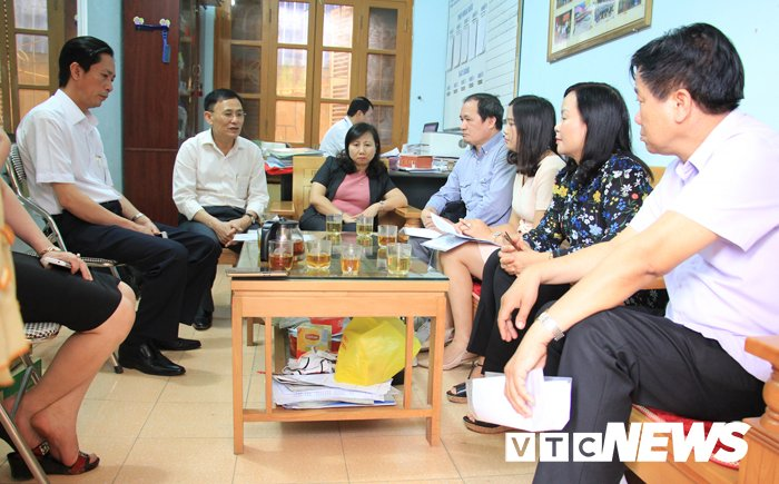 Co giao phat hoc sinh uong nuoc giat gie lau bang la con Pho phong GD-DT huyen hinh anh 1