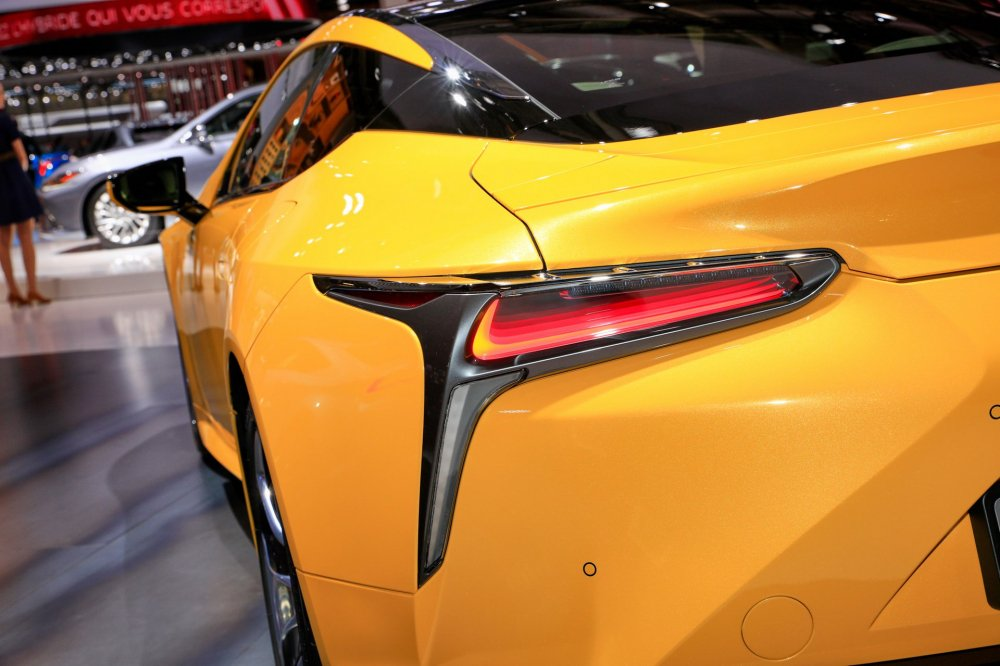 26e095b0-2019-lexus-lc-limited-edition-paris-livepics-6 3