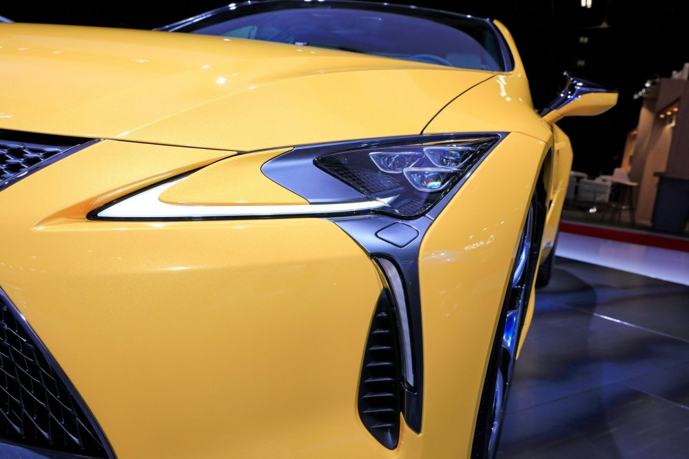 ef551542-2019-lexus-lc-limited-edition-paris-livepics-10 11