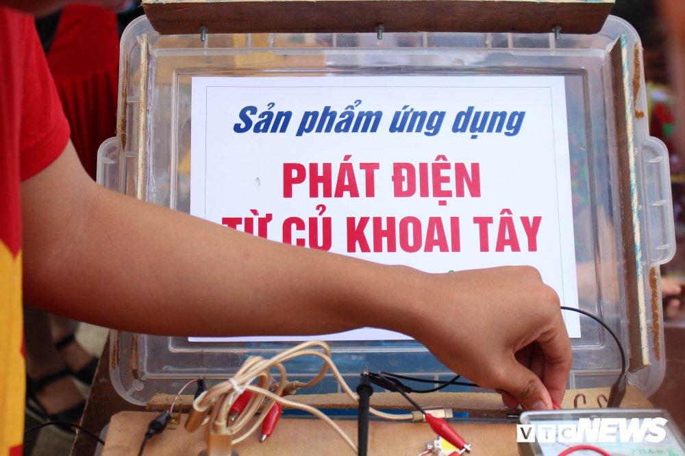 Anh: Tre em Ha Noi trai nghiem dieu khien robot tai Ngay hoi STEM 2018 hinh anh 7