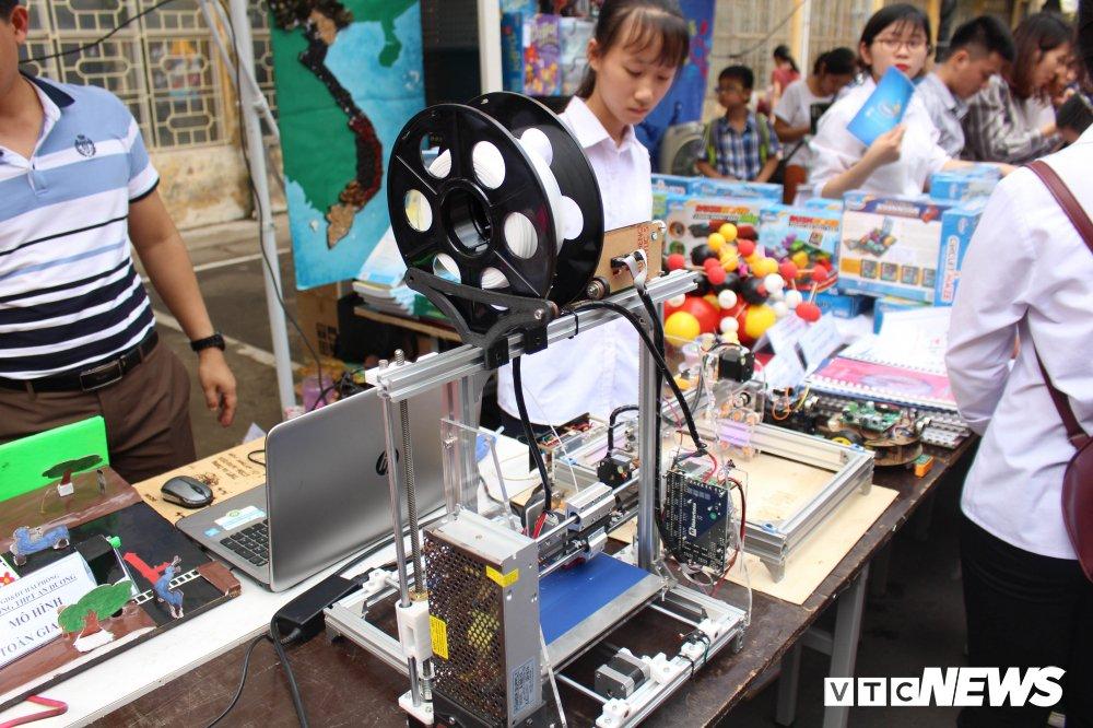 Anh: Tre em Ha Noi trai nghiem dieu khien robot tai Ngay hoi STEM 2018 hinh anh 5
