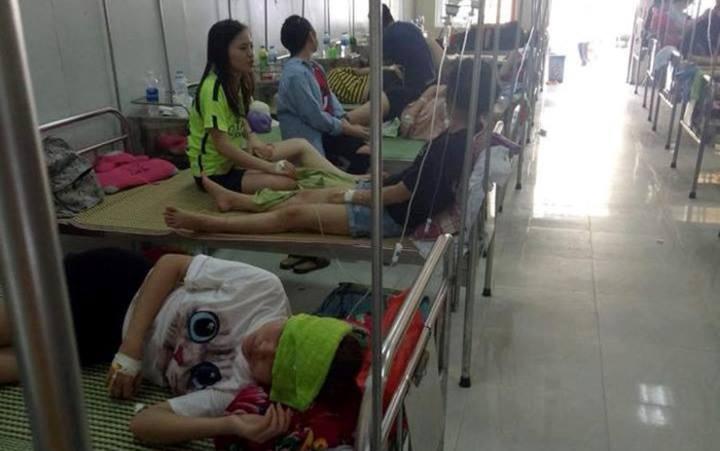 75 sinh vien nhap vien sau khi di an lien hoan: Chu nha hang len tieng hinh anh 1