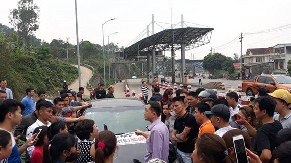 Nguoi dan Thai Nguyen di o to, xe may dieu hanh phan doi tram BOT Bo Dau hinh anh 1
