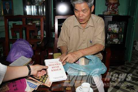 Vu tim mo cu Nguyen Binh Khiem bang 'ngoai cam': Co viec nguy tao hien vat? hinh anh 2