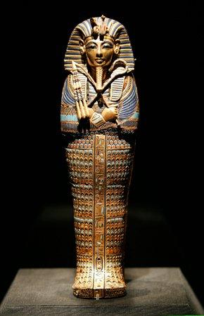 Bi an chet choc kinh hoang lien quan den loi nguyen cua Tutankhamun? hinh anh 1