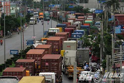Anh: Tac duong hang chuc km tren 'con duong cat bui' khung khiep bac nhat Hai Phong hinh anh 1