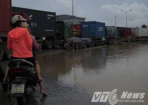 Anh: Tac duong hang chuc km tren 'con duong cat bui' khung khiep bac nhat Hai Phong hinh anh 7
