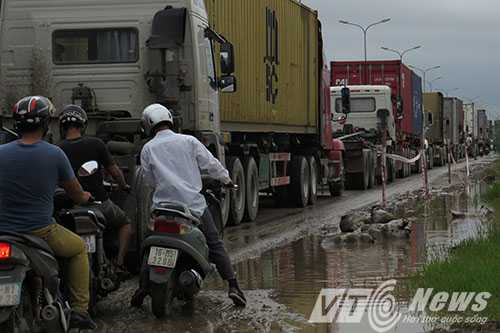 Anh: Tac duong hang chuc km tren 'con duong cat bui' khung khiep bac nhat Hai Phong hinh anh 6