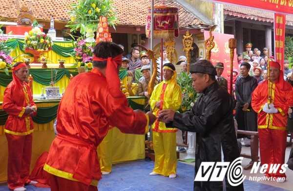 Le hoi 'the khong tham nhung' vang bong 'quan lon': 'The truoc ban dan thien ha, nhieu nguoi so chot da' hinh anh 3