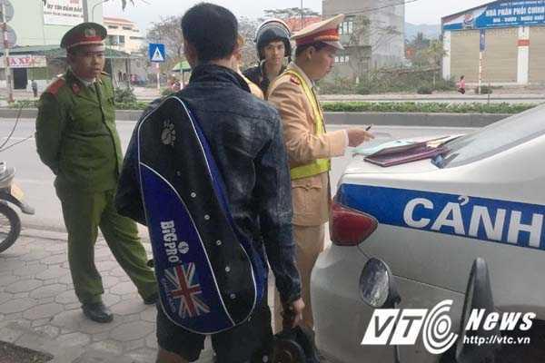 Coi thuong mang song, than nhien phong xe nguoc chieu tren quoc lo o Quang Ninh hinh anh 3