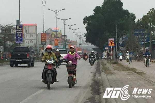 Coi thuong mang song, than nhien phong xe nguoc chieu tren quoc lo o Quang Ninh hinh anh 1