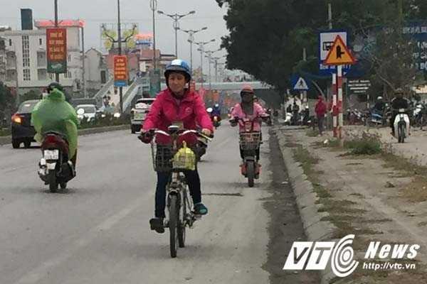 Coi thuong mang song, than nhien phong xe nguoc chieu tren quoc lo o Quang Ninh hinh anh 2