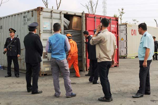 Hai Phong dang kiem tra 2 container chua tien chat ma tuy cuc doc hinh anh 1