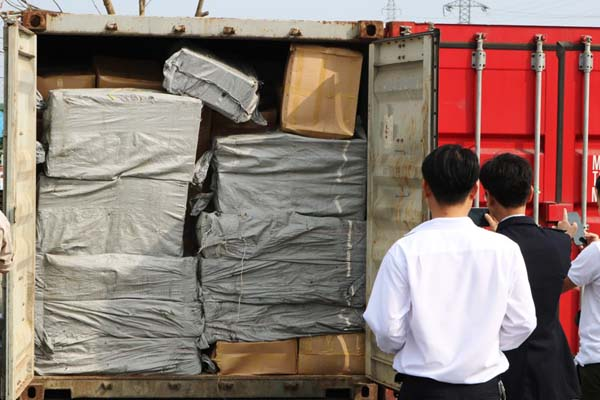 Hai Phong dang kiem tra 2 container chua tien chat ma tuy cuc doc hinh anh 2
