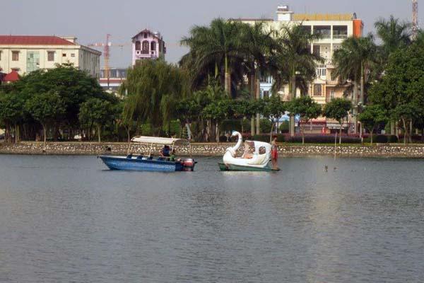 Lat thuyen dua, van dong vien canoeing thiet mang o Hai Duong hinh anh 1