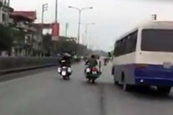 Canh sat co dong Quang Ninh truy duoi xe vi pham nhu phim hanh dong hinh anh 1