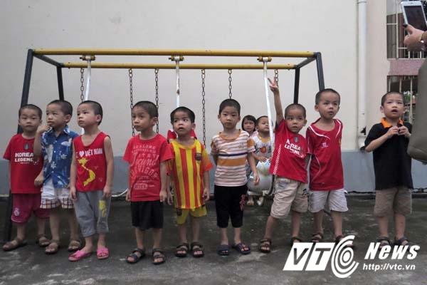 8 be trai bi ban sang Trung Quoc da co gia dinh moi hinh anh 2