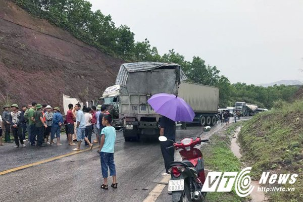 Hien truong tham khoc xe tai tong truc dien container hinh anh 2