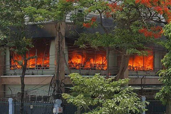 Video: Chay du doi khu van phong mot cong ty o Hai Phong hinh anh 1