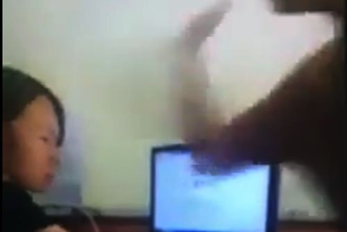 Video: Pho Giam doc Trung tam van hoa hanh hung nhan vien ke toan o Quang Ninh hinh anh 1