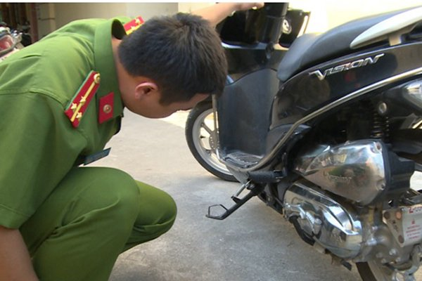 'Con nghien' chan xe, dung dao nhon khong che cuop xe may cua phu nu o Thai Binh hinh anh 1