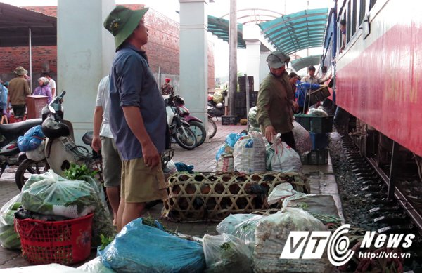 Nha ga hon 1.500 ty dong phuc vu 1 chuyen/ngay: Nhan vien di lam 80km, luong hon 2 trieu dong/thang hinh anh 3