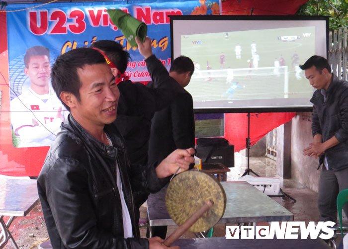Que cau thu Van Thanh quay lon, mo dai tiec co vu U23 Viet Nam hinh anh 5