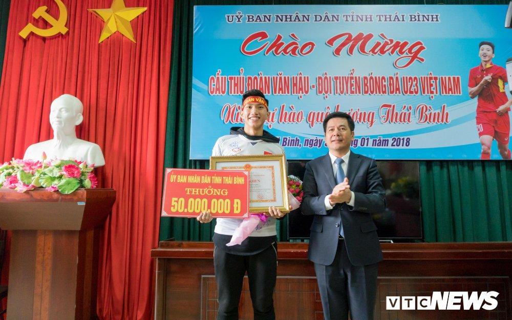 Anh: Doan Van Hau di giua rung co ngay tro ve que lua Thai Binh hinh anh 15