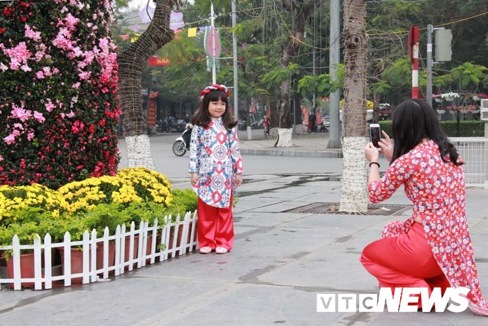 Pho phuong Hai Phong ruc ro don Tet Nguyen dan Mau Tuat hinh anh 11