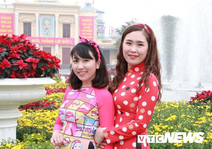 Pho phuong Hai Phong ruc ro don Tet Nguyen dan Mau Tuat hinh anh 6